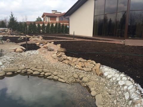строительство декоративного пруда