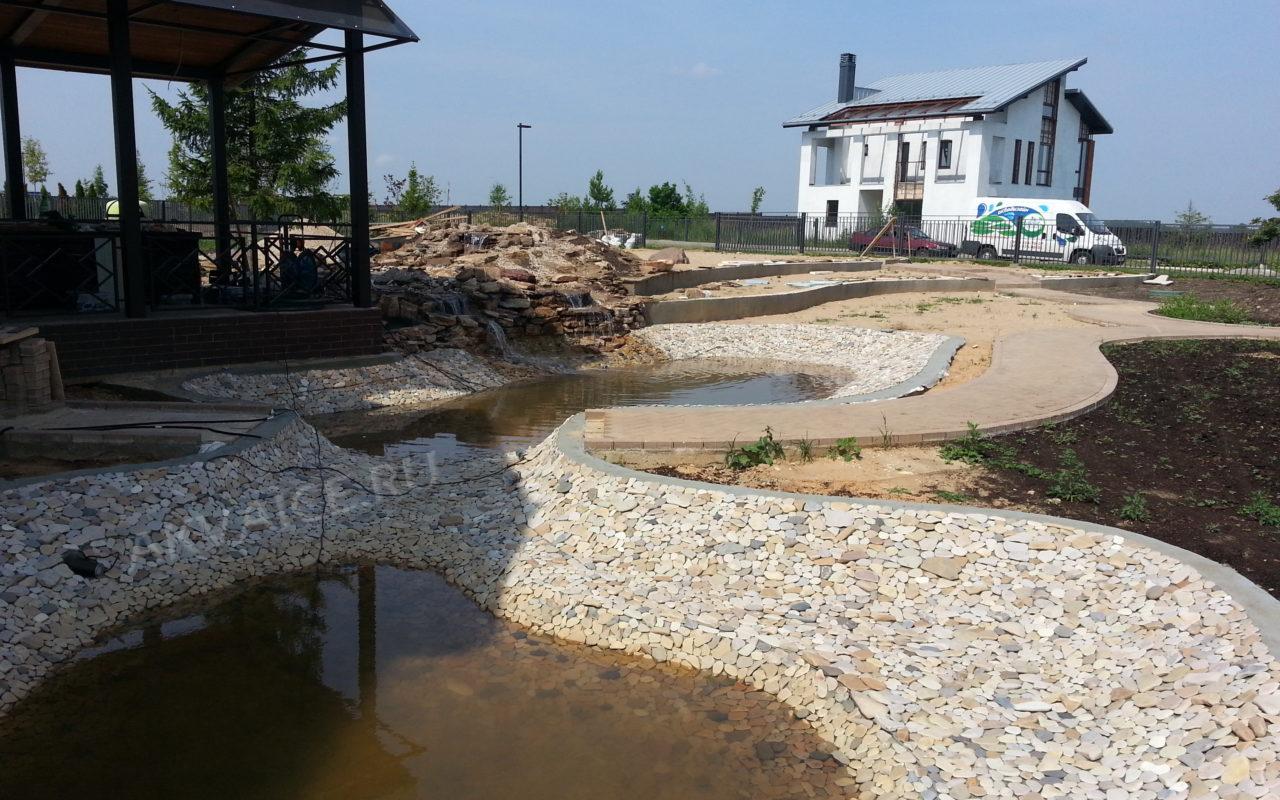 Строительство пруда с водопадом на участке