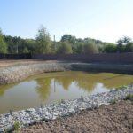 строительство пруда с габионами